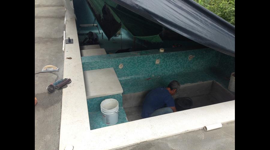 Costa Rica Pool Aliseo Bisazza Glass Mosaic Tile Install 4.jpg