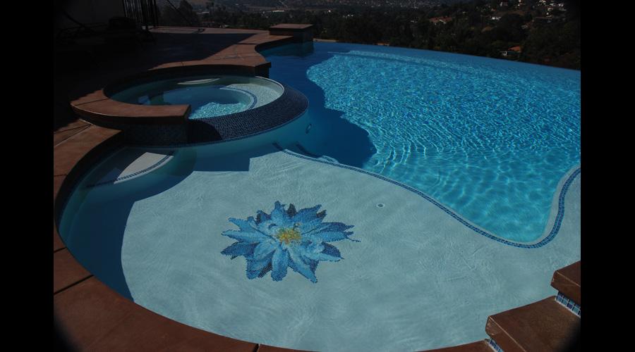 Bloomer Dalia Glass Flower Pool 2