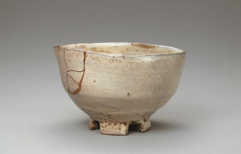 Hagi ware tea bowl with warikodai shaped foot