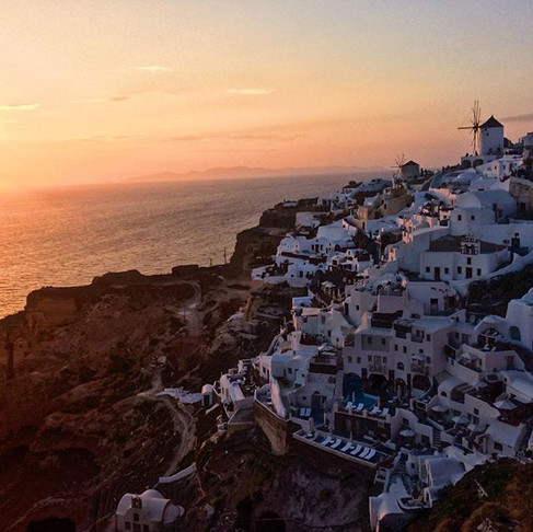 Santorini Travel Guide: Ballin' on a Budget