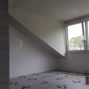 Badkamer en woonkamer