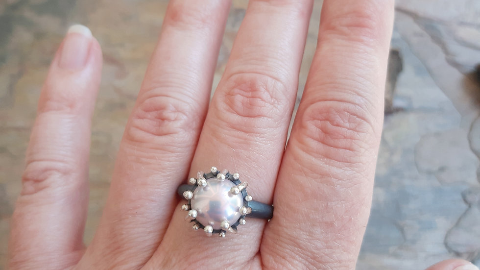 """""""Sea anemone"""" collection oxidized Silver Pearl ring"""