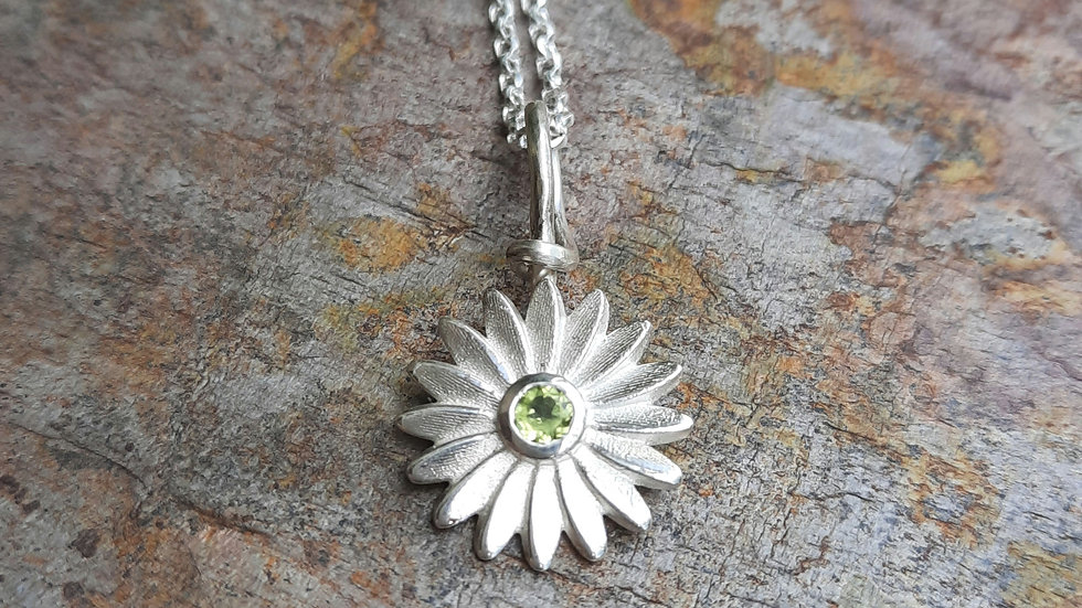 Daisy Pendant Necklace with a beautiful natural Peridot gemstones in Silver