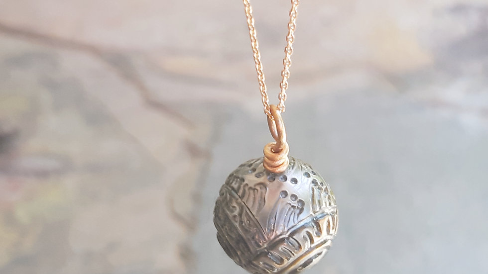 Real Tahitian tattoo pearl pendant and chain in 9ct /375 rose Gold