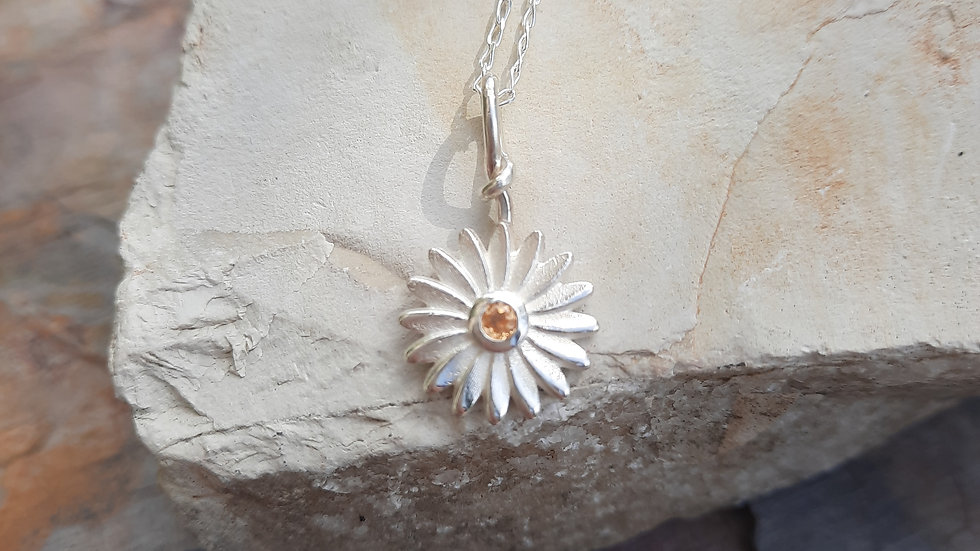 Beautiful Daisy Pendant Necklace with natural Spessartite Garnet