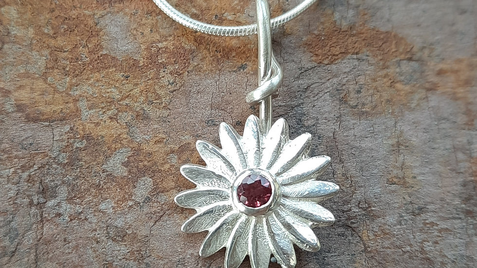 Beautiful Sterling Silver Pink Garnet Daisy Pendant