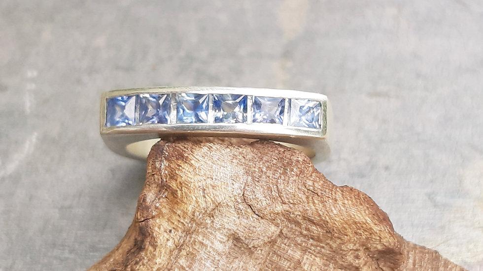 Beautiful blue natural Sri Lankan Sapphire ring