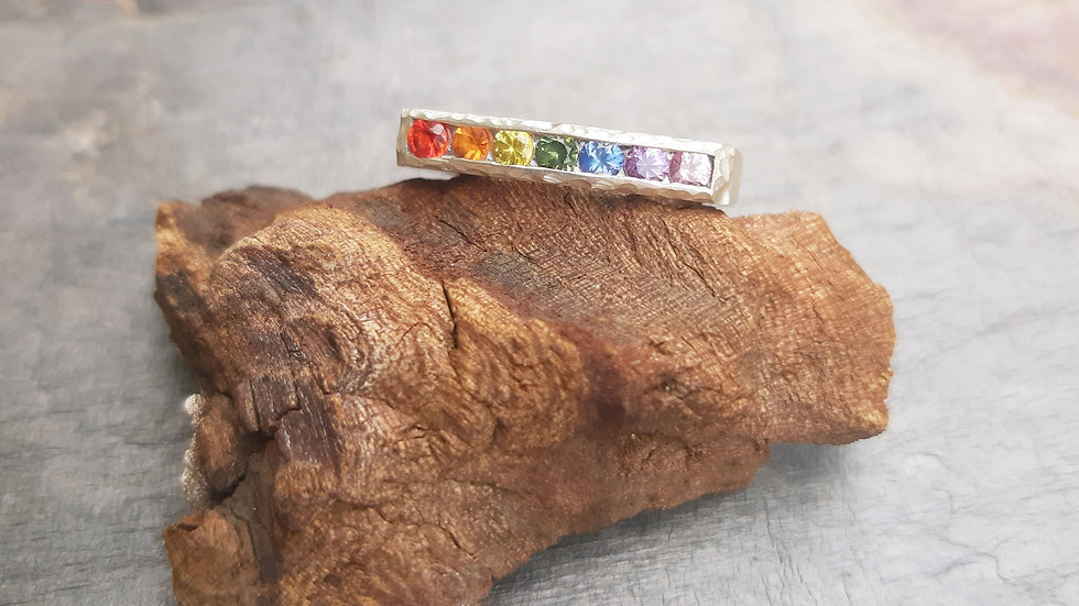 Beautiful Rainbow ring with natural Sapphires in all colours of the Rainbow