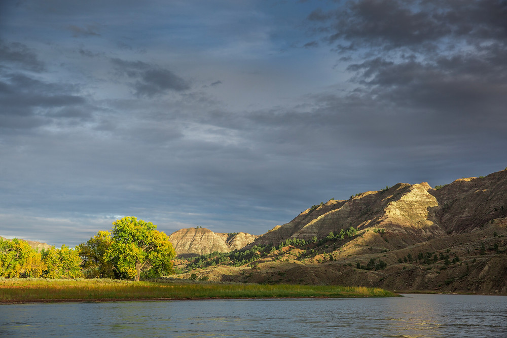 Missouri river breaks river boating looking for bighorn sheep