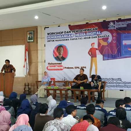 Workshop 'Pengembangan Media Digital' for Students' Digital Portfolio