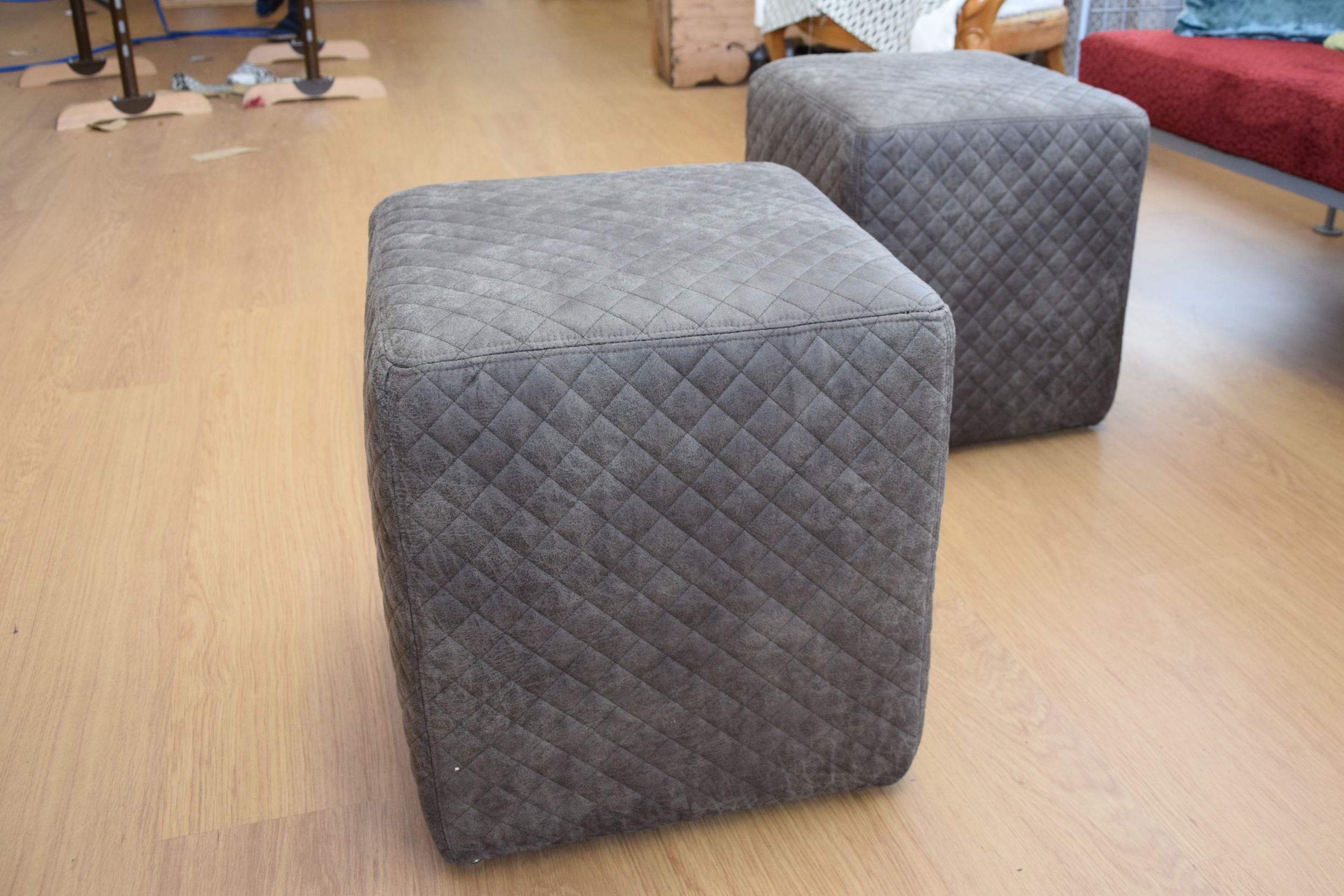 Hocker Neu (R006)