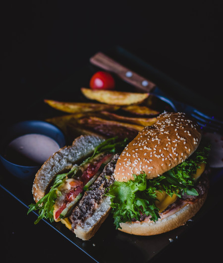 burger-with-green-leafy-vegetable-and-ch