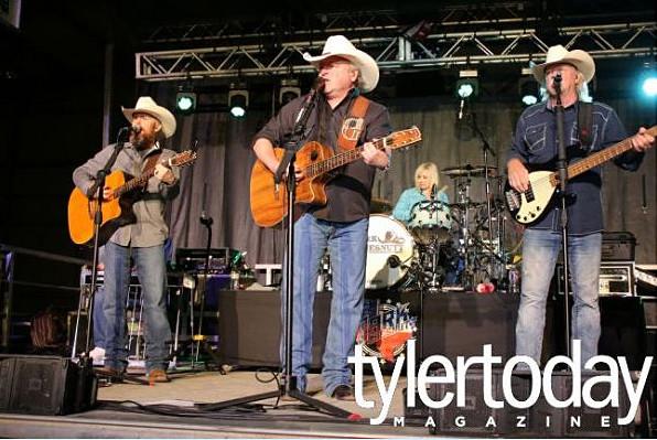 Mark Chestnutt live in Tyler Texas
