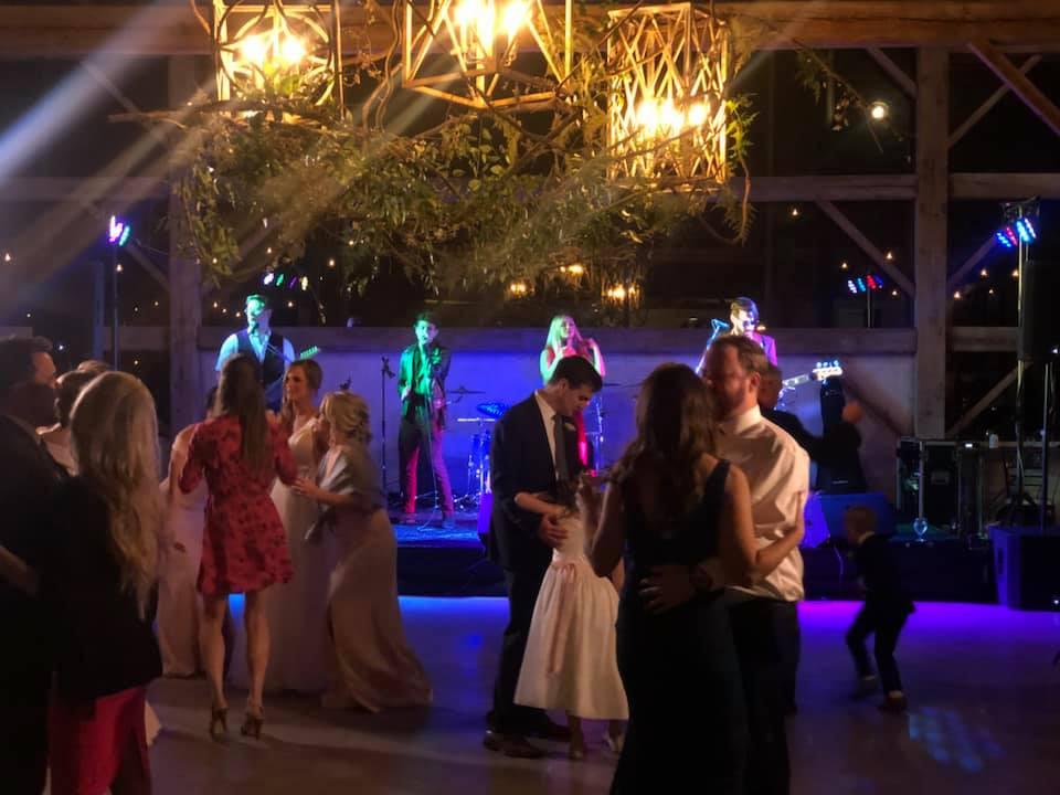 Houston weddings love Satellite band!