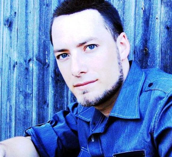 Tristan is a Dallas Acoustic Artist