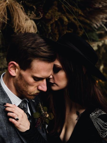 HAUNTED ROMANCE STYLED SHOOT