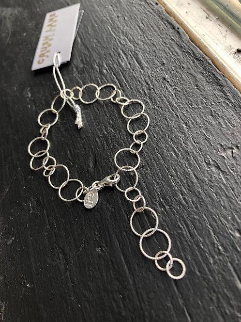 Fancy O Link Chain Bracelet