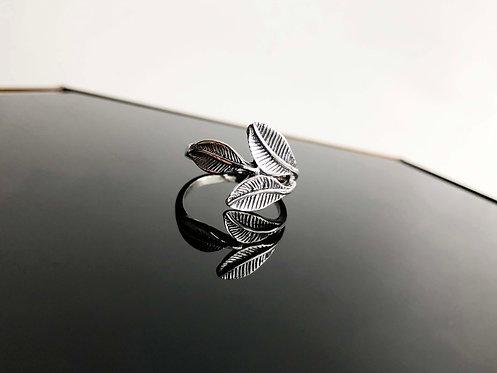 Silver Leaf Motif Ring
