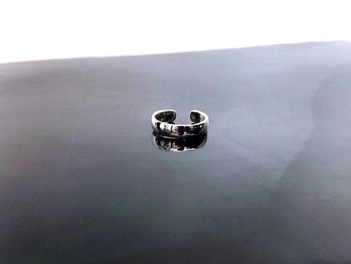 Sleek Toe Ring