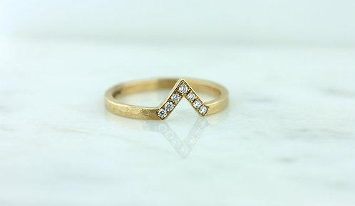 14k Yellow Gold Diamond 'V' Ring