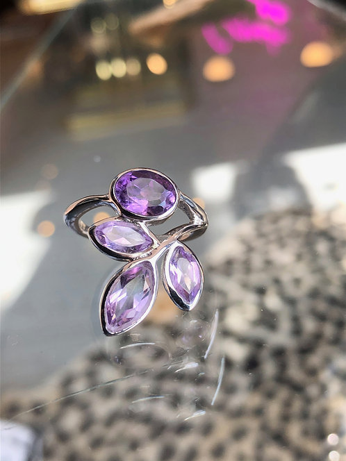 'Medeina' Ring