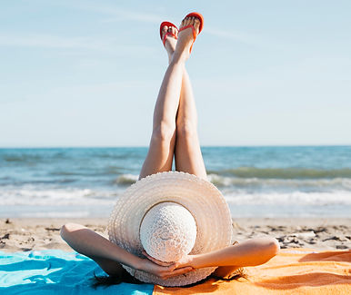 legs-of-woman-at-the-beach_23-2147813363