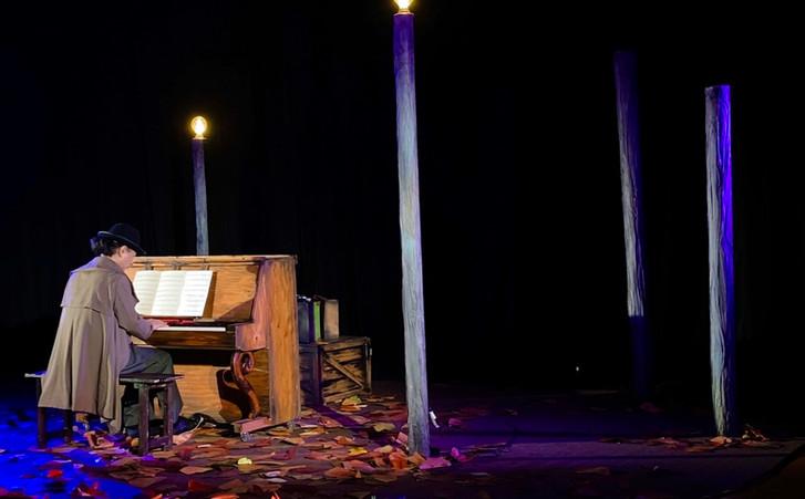 シモシュとピアノ.jpg