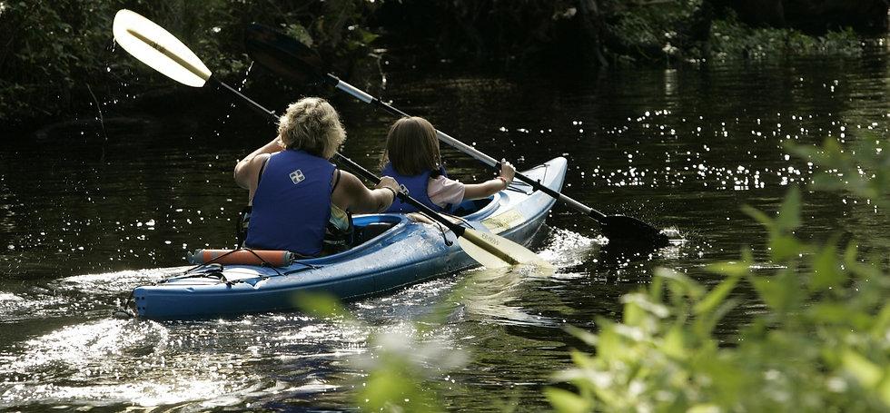 kayaking-850449_1920_edited.jpg