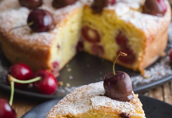 Cherry cake with yoghurt