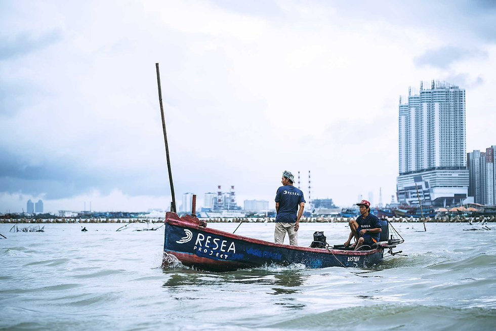 2500px-Fishermen-sailing-out-to-sea-to-c