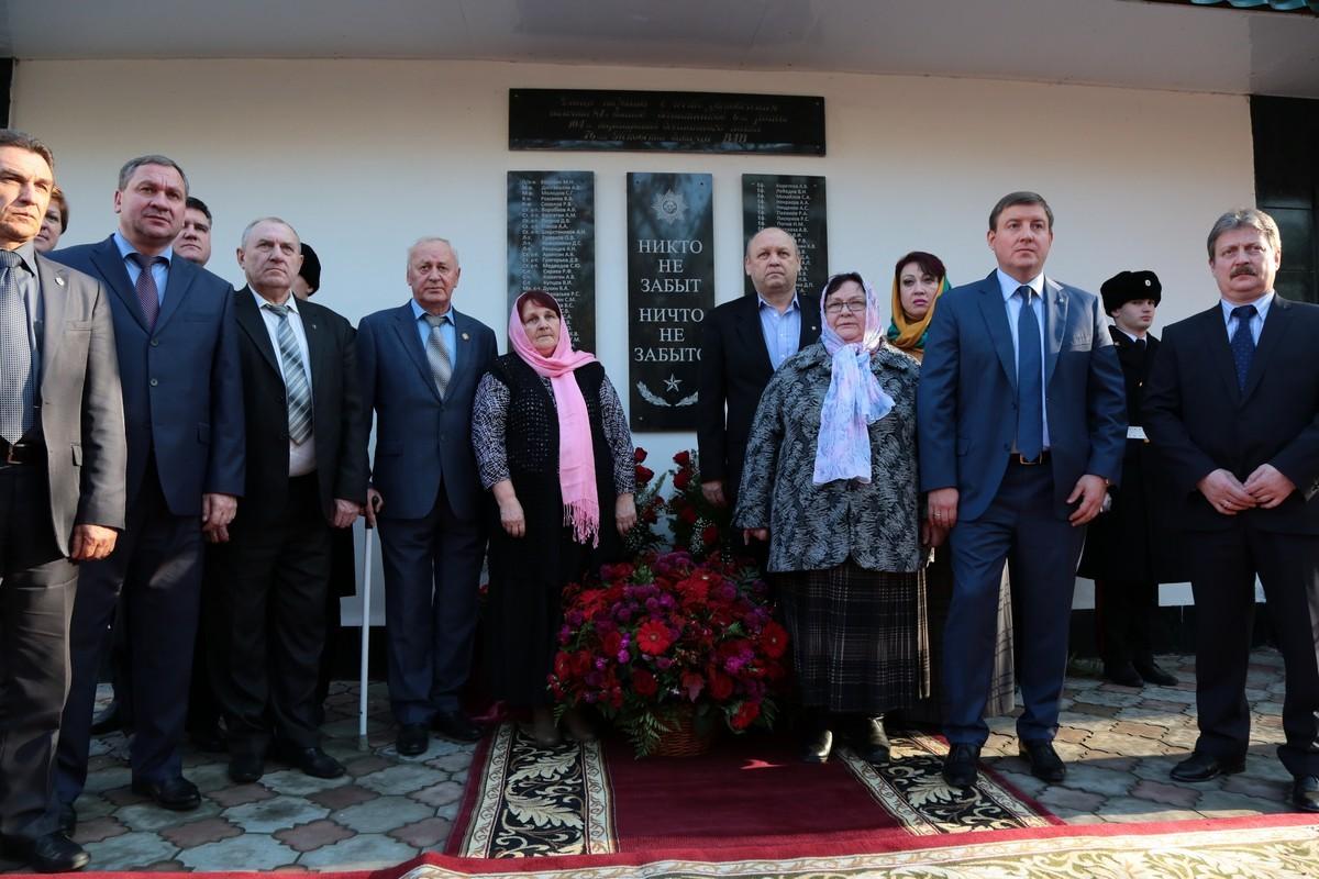 Мемориальная доска в Грозном