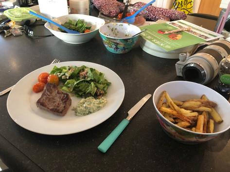 Steak frites met dragonmayonaise & gepofte cherrytomaatjes
