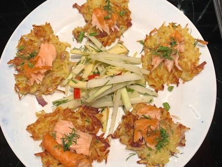 Aardappelkoekjes met warmgerookte zalm