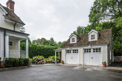 Garage & Guest House - Traditional Georgian Colonial