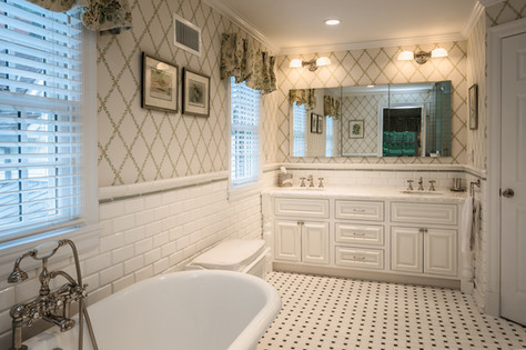 Master Bathroom - Traditional Georgian Colonial