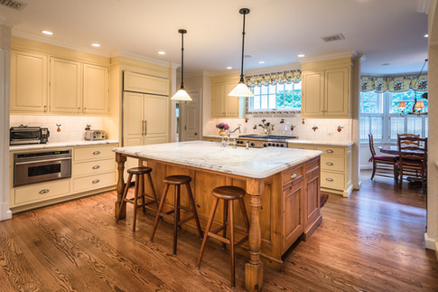 Kitchen - Traditional Georgian Colonial
