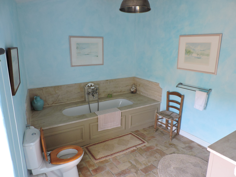 Blue_Ensuite_Bathroom.JPG