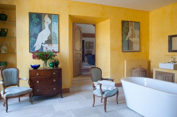 Ensuite_yellow_bathroom.jpg