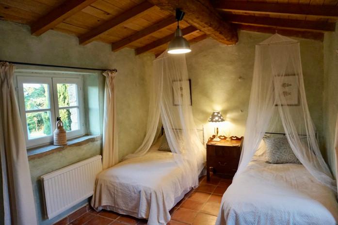 GuestCottage_green_bedroom_2.jpg