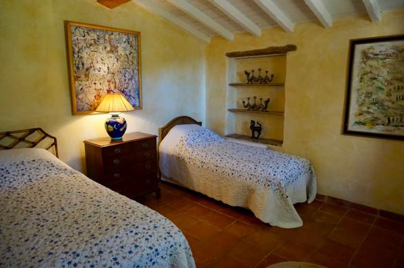 GuestCottage_yellow_bedroom.jpg