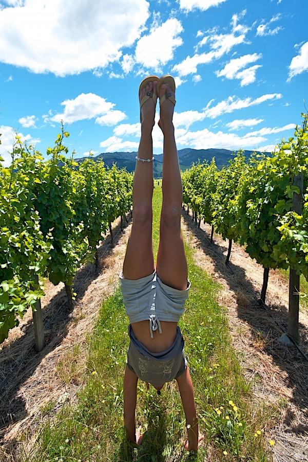 vineyard-yoga-Rachel-Nelson-handstand-600x898