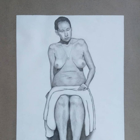 Desnudo - sentada frontal
