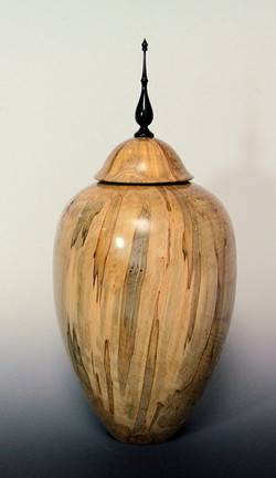 Urn with threaded lid