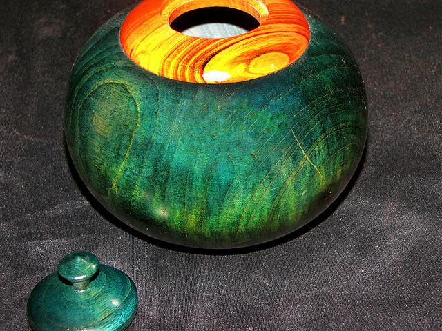 lidded vessel - dyed_5515234525_m.jpg