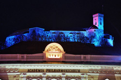 Ljubljana_Castle_and_Slovene_Philharmonic_building_D.Wedam__2650_orig