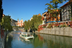 F000742-boat_on_ljubljanica_river_1_d_wedam_2722_orig_jpg-photo-l
