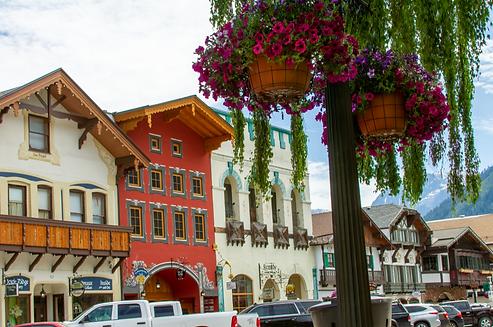 Leavenworth shopping.png