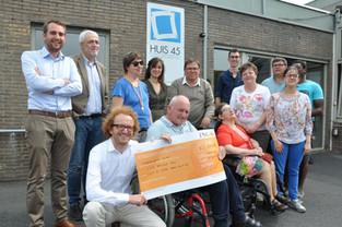 Jonge advocaten schenken 2.000 euro aan Licht en Liefde in Varsenare