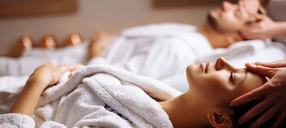 A couple having a luxury massage, Courchevel massage,Meribel massage,La Tania massage,le Praz massage,Bozel massage,mobile massage,wellness,therapy,French alps,France,3 valleys,ski resort,ski aera,treatments