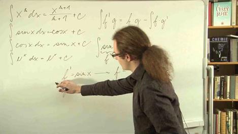 Neurčitý integrál pomocí per partes.
